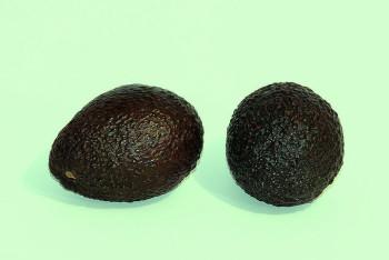 800px-Hass_avocado_-white_background